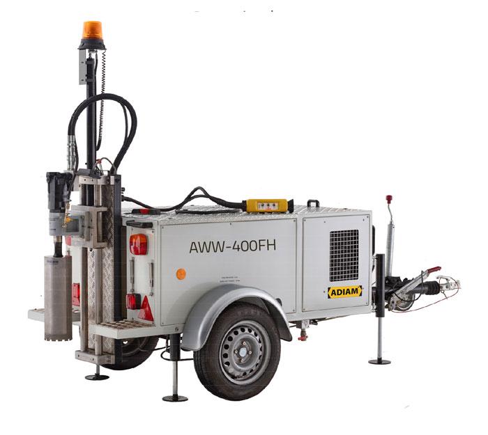 Bestsellerem w ofercie jest model AWW-400FH. Ten w pełni hydrauliczny wóz wiertniczy ma status przyczepy lekkiej (masa własna tylko 490 kg), a więc nie wymaga specjalnych dodatkowych uprawnień od kierowcy pojazdu ciągnącego. Co więcej, AWW-400FH umożliwia nawet do 5 godzin ciągłej pracy.